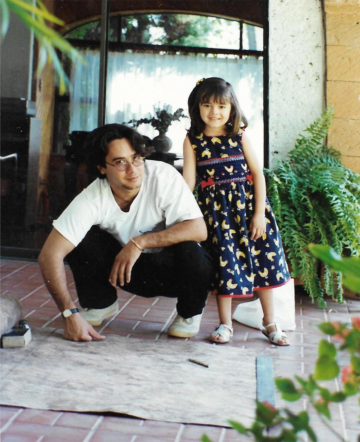 Carlos Luna and his daughter Camila examining amate paper, Atlixco, Mexico, 1997